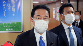 Hétfőn beiktatják Japán századik miniszterelnökét