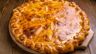 Almás-sajtos-burgonyás pite – édesen sós a végeredmény
