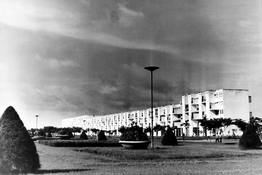 A White Building a '60-as években