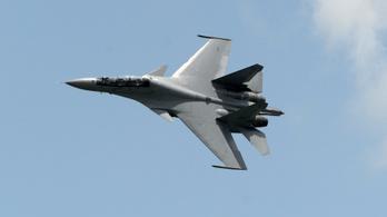 Százával repülnek kínai harci gépek a tajvani légvédelmi zónába