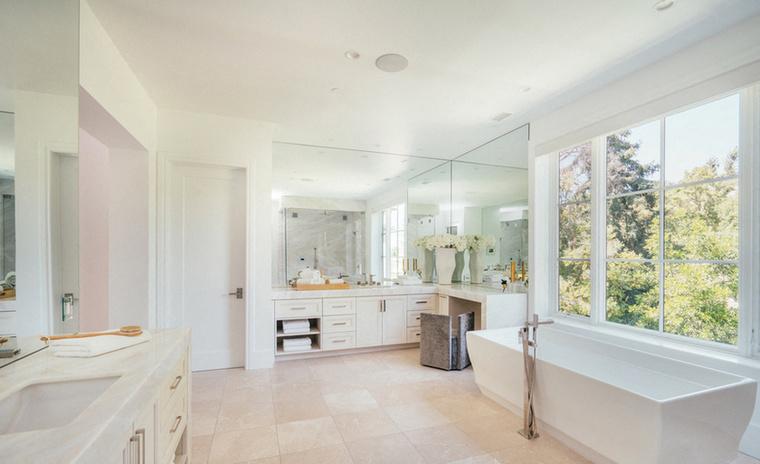 Ez a rezidencia legnagyobb fürdőszobája.