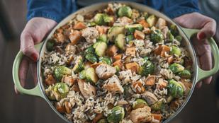 Füstös rizs karamellben puhult gyökérzöldségekkel