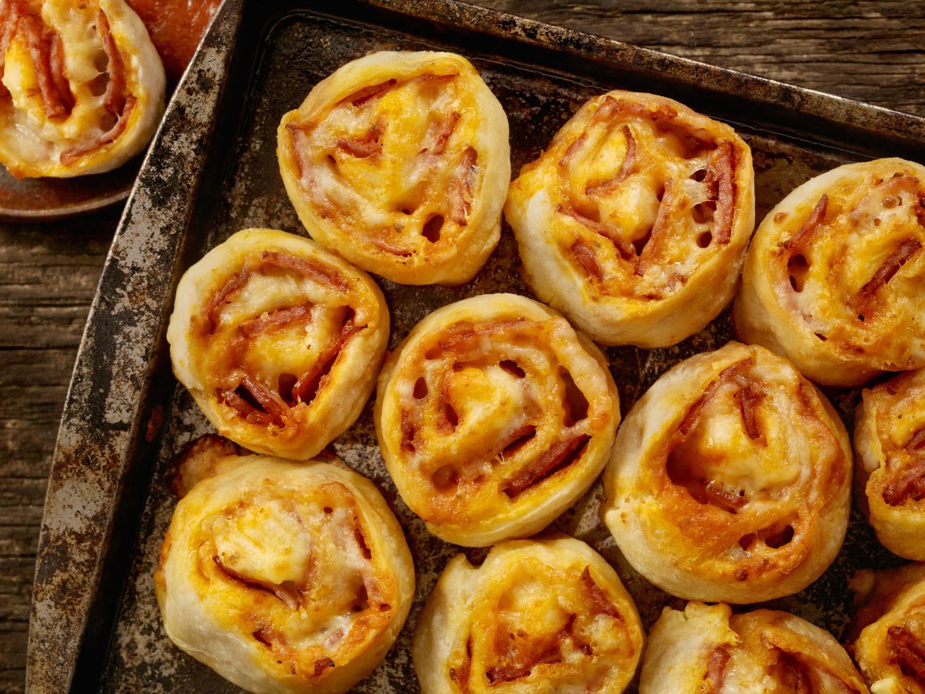 sonkas-sajtos-pizzatekercs