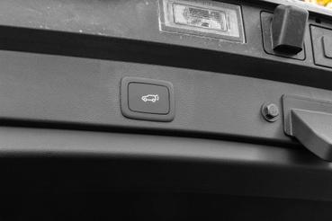 Alapáras a motoros, sőt, kéz nélküli csomagtartó ajtó nyitás