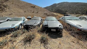 Elhagyott 928-as Porschékat találtak a sivatagban