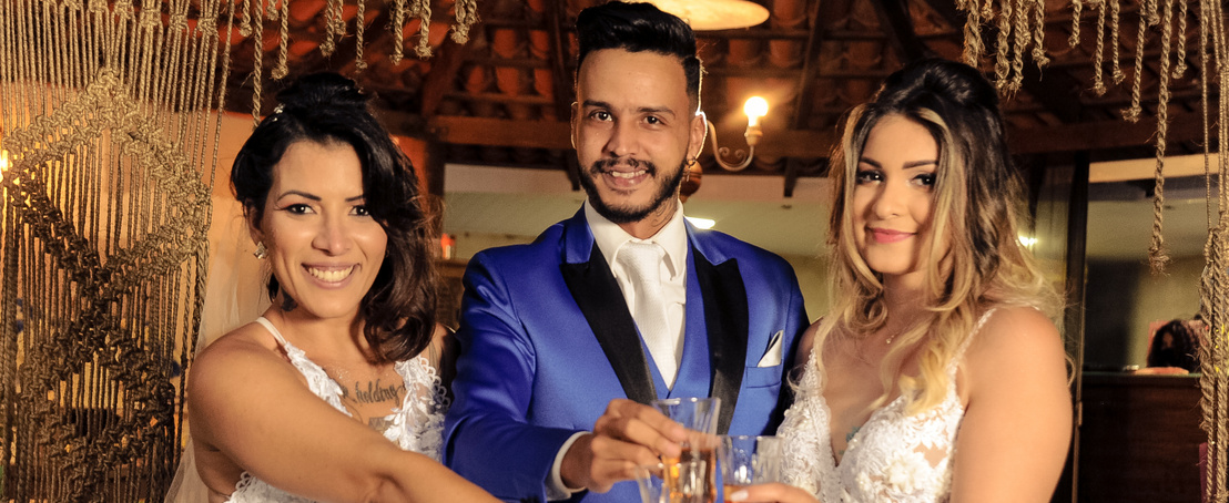 tk3s h mdrum married couple turned throuple-13
