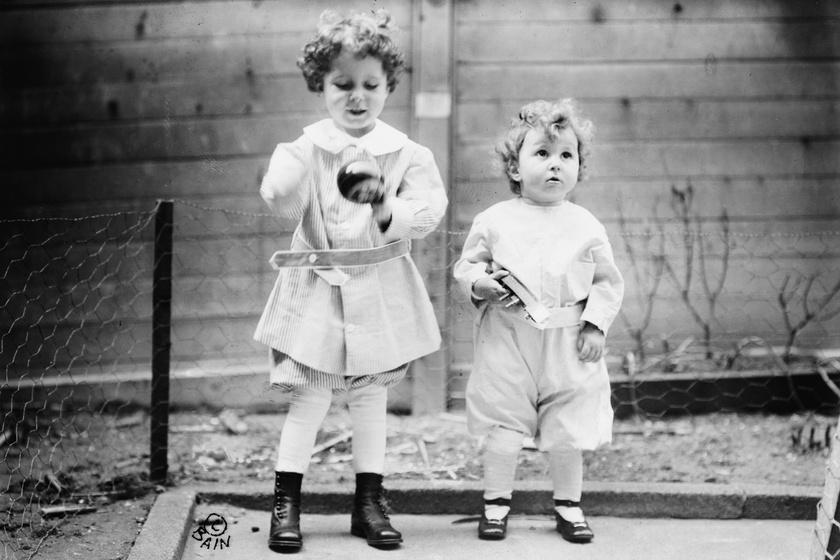 Lolo (balra) és Momon (jobbra) a Titanic katasztrófája után.