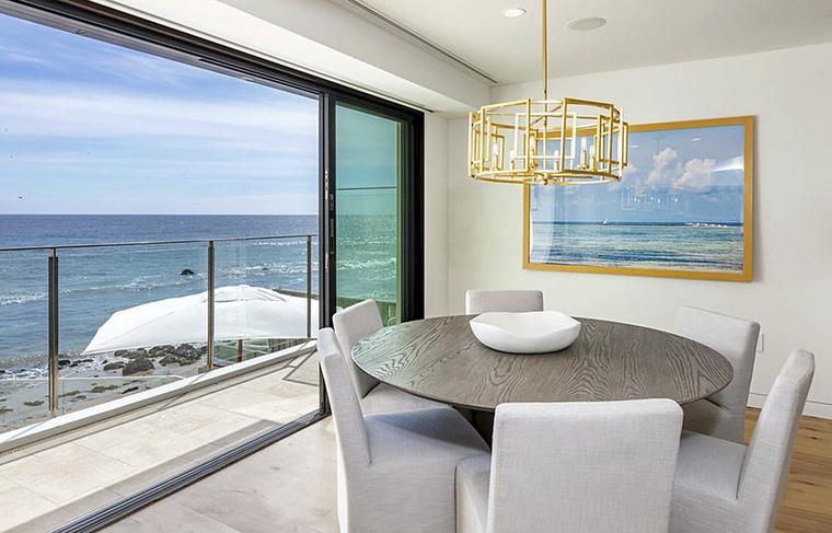 A következő lakó tulajdonképpen a ház bármely pontjáról gyönyörködhet az óceánban