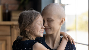 Túl fiatal a rákhoz? Az orvos tévedett, az anya belehalt