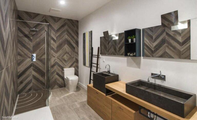 A fürdőszoba nagyon modern, talán ez Perry otthonának legstílusosabb pontja.