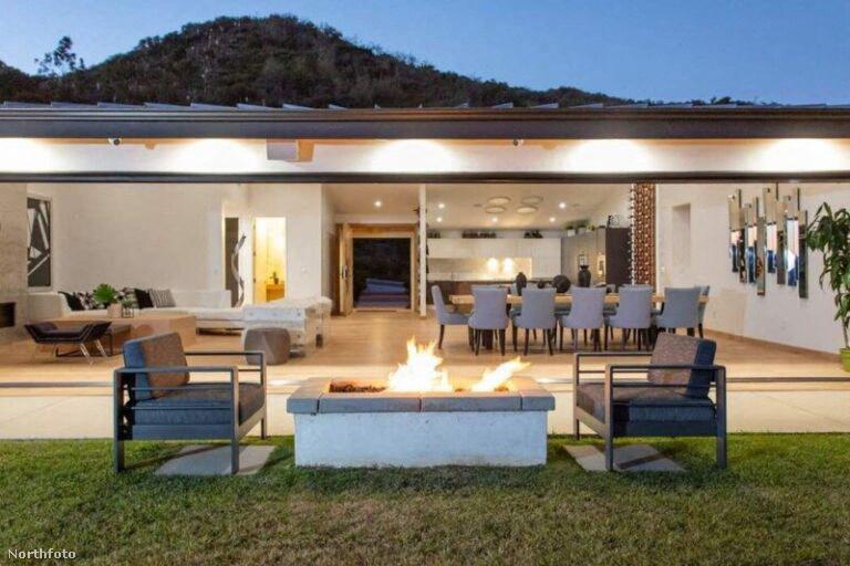 Az ingatlanra visszatérve: a négy hálószobával és négy fürdőszobával rendelkező rezidencia Los Angeles Pacific Palisades nevű lakónegyedében található