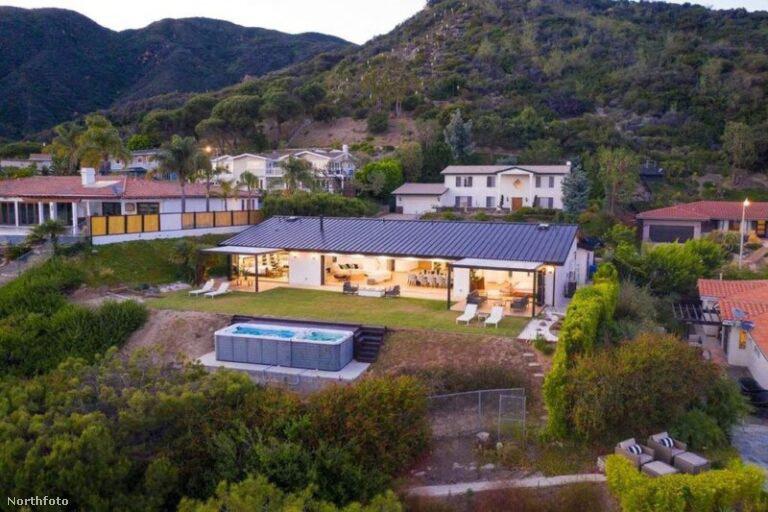 Egyszerű, de nagyszerű! Legrövidebben így lehetne jellemezni azt a 6 millió dollárt (1,86 milliárd forintot) érő házat jellemezni, amelyben a Jóbarátok című sorozat Chandler Bingje, Matthew Perry él