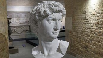 Elég Komáromig menni Michelangelo és Verrocchio műveiért