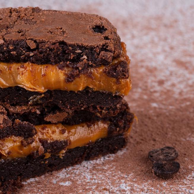 Karamellkrémmel töltött brownie: szaftos, ragacsos és mennyei