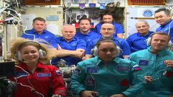 A Holdon vagy a Marson is forgatna filmet a Nemzetközi Űrállomásról visszatért orosz rendező