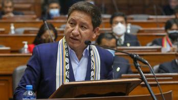 Két hónappal a kinevezése után meg is bukott Peru miniszterelnöke