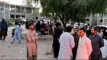 Erős földrengés rázta meg Pakisztán délnyugati részét, legalább húszan meghaltak