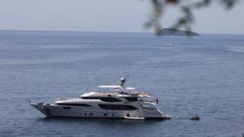 Jacht, magánrepülő, százmilliók – így nyaral a NER elitje a járvány idején