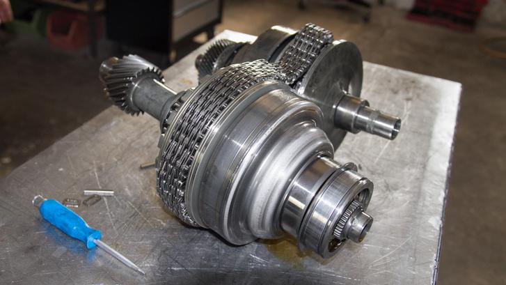 legendásan drágán javítható Audi-CVT szerkezete, a nyomatékot átvivő lánccal