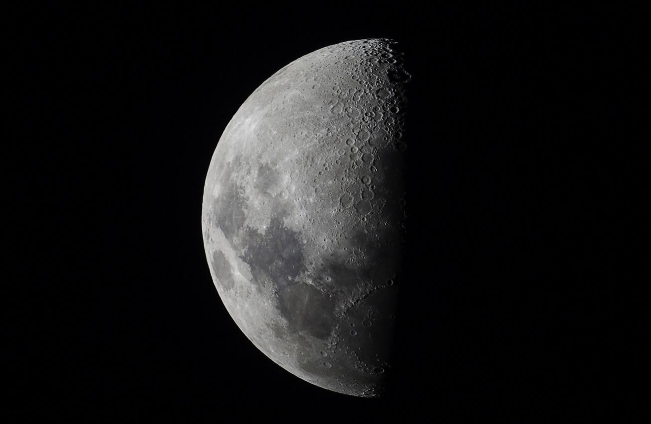 hold-kép