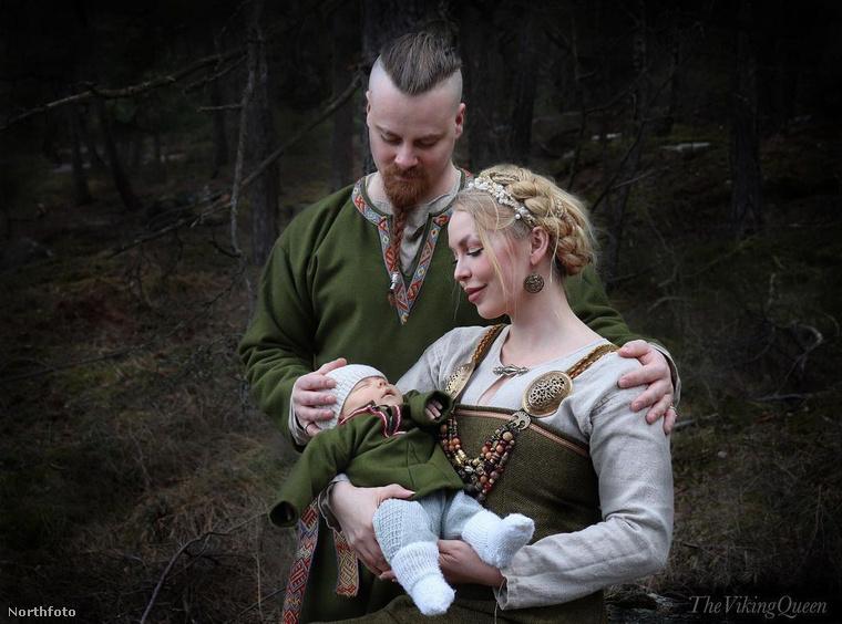 Úgy él, úgy öltözködik és még a gyermekét is úgy neveli, mintha született viking lenne, ezért többen furcsa pillantásokat vetnek arra a norvég művésznőre, aki megszállottan akar hasonlítani Lagerthára, a vikingek legendás királynőjére