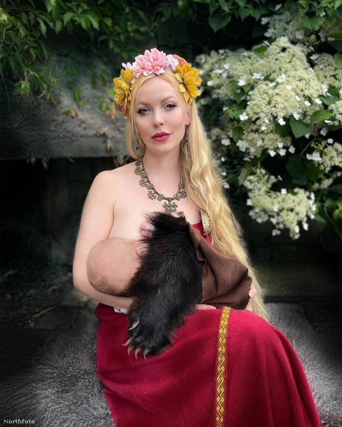 Ez a fotó is bizonyítja, hogy a 33 éves nő, aki Norvégia délkeleti részén él szeretteivel, milyen szenvedélyesen rajong a vikingekért