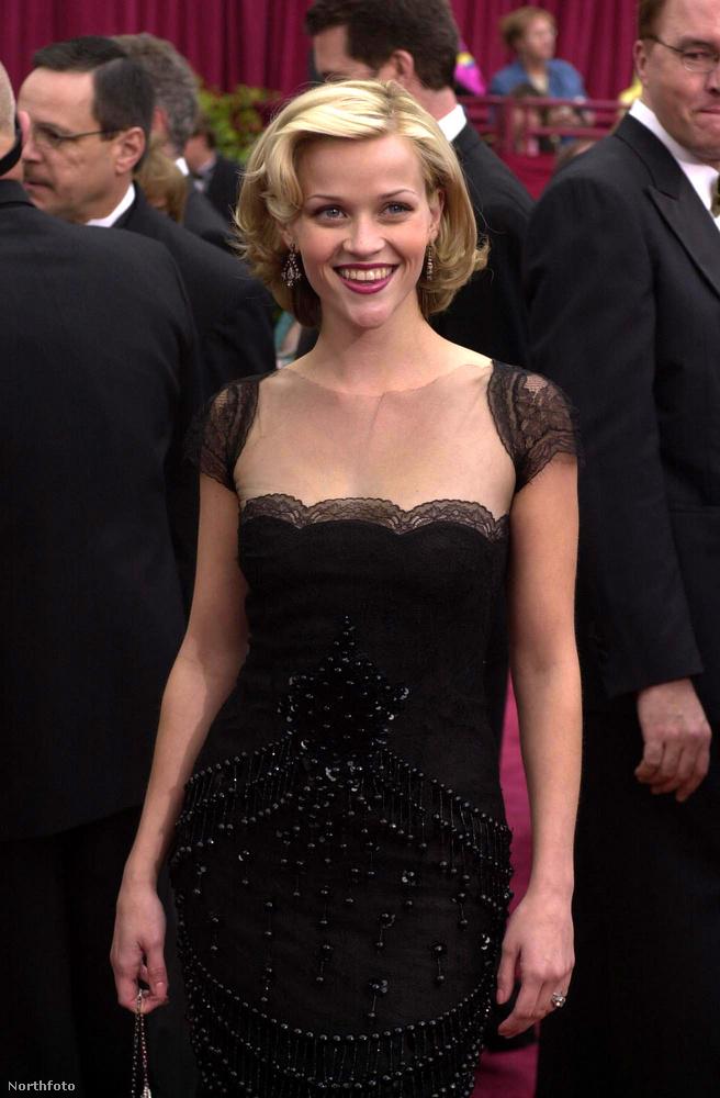 Reese Witherspoon nem sokat változott az elmúlt húsz évben, de 45 évesen valahogy jobban ragyog, mint valaha