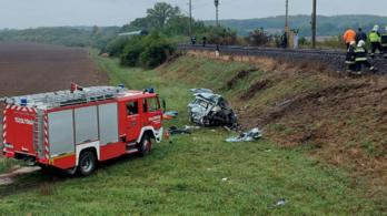 Szörnyethalt a sofőr, aki a Bakony Intercity elé hajtott