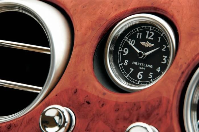 2008 után szerelt Breitling műszerfali óra