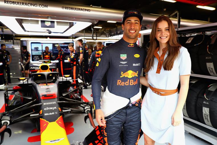 A fiatal lányt a vörös szőnyeg mellett sportesemények is feltűnik, 2018-ban a Forma-1-es Spanyol Nagydíj egyik celebvendége volt, ráadásul még Forma-1-es autóval is ment egy kört a pályán