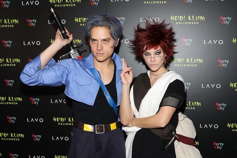 A párról nemcsak romantikus fotók vannak ám, itt például a modell a Dragon Ball Z-ból ismert Gaaraként, szerelme pedig a Naruto szereplőjeként, Future Trunksként látható, ahogy Heidi Klum Halloween-partijára igyekszenek