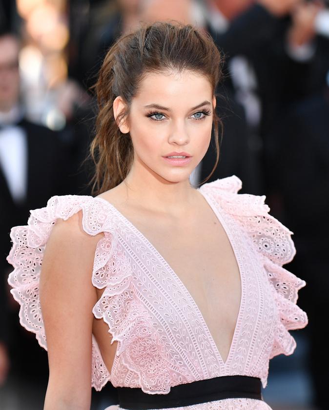 Sokak kedvence a 2016-ban, a Julieta premierjén viselte romantikus Philosophy Di Lorenzo Serafini ruhája