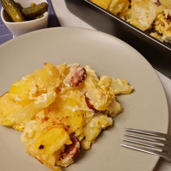 Szaftos rakott krumpli sok sajttal és tejföllel: másnap még finomabb