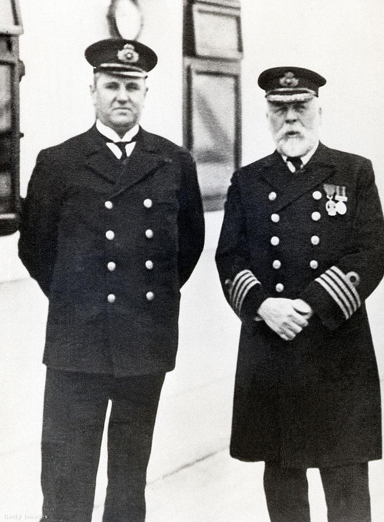 Hugh Walter McElroy, a Titanic élelmezési tisztje, és a kapitány.