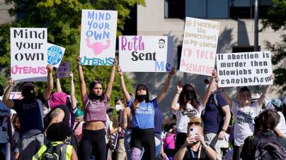 Így tüntettek az amerikai nők az abortusz ellen és mellett
