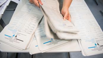 Kiskorúak az urnánál, hiányzó szavazólapok – totális káosz a berlini választáson