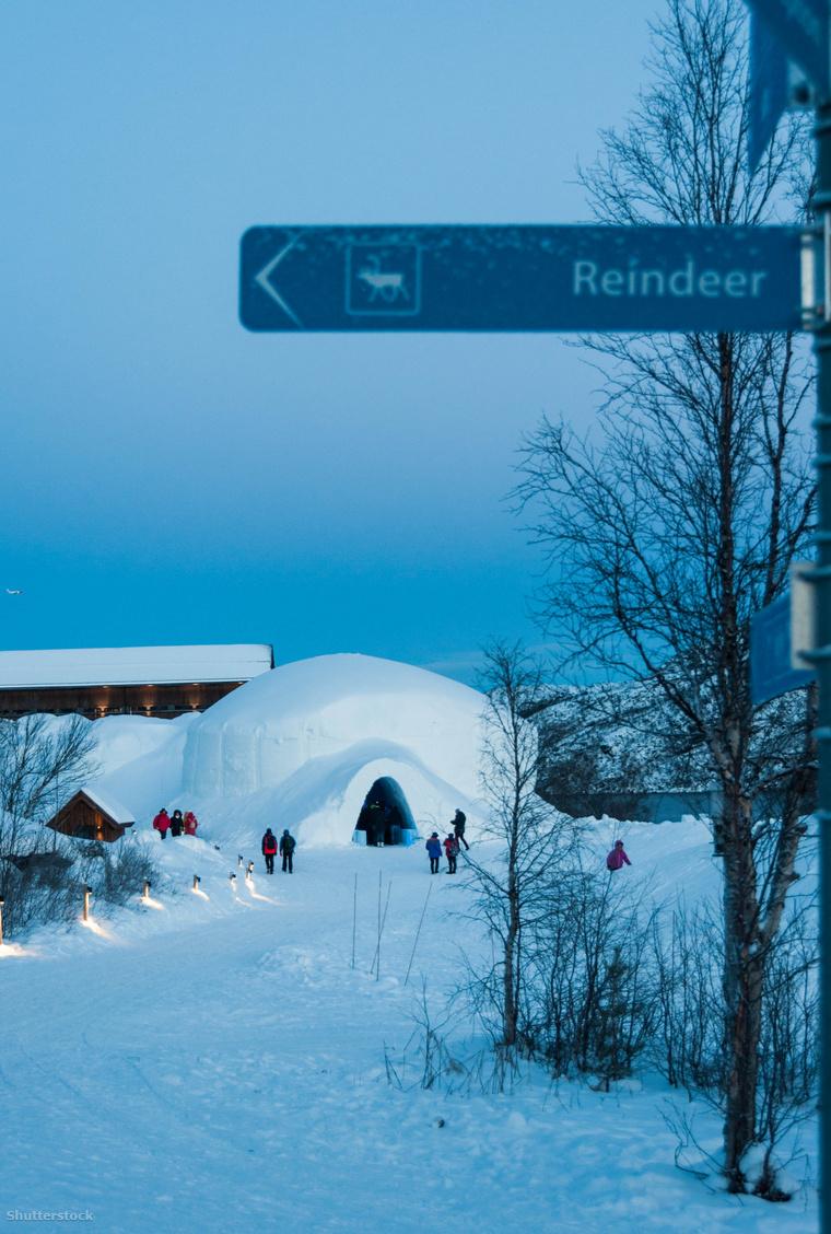 Hatalmas hókunyhó várja a Kirkenesbe látogatókat.