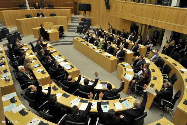 A ciprusi parlament ülésterméről készült kép Nicosiában 2013. március 19-én.