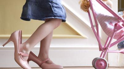 Gendersemleges gyerekosztályok a kaliforniai üzletekben