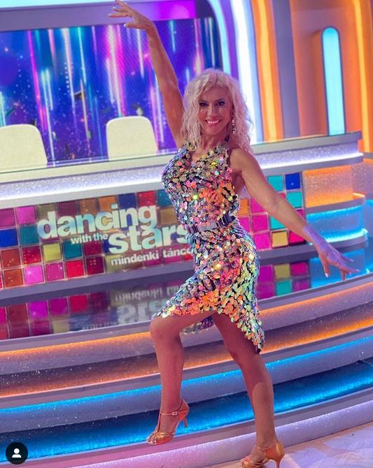 Hevesi Krisztát a Dancing with the Stars harmadik adásában ebben az aranyszínű, dögös ruhában is láthattuk.