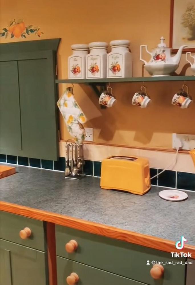 Még a konyha is a 90-es évek hangulatát idézi meg!