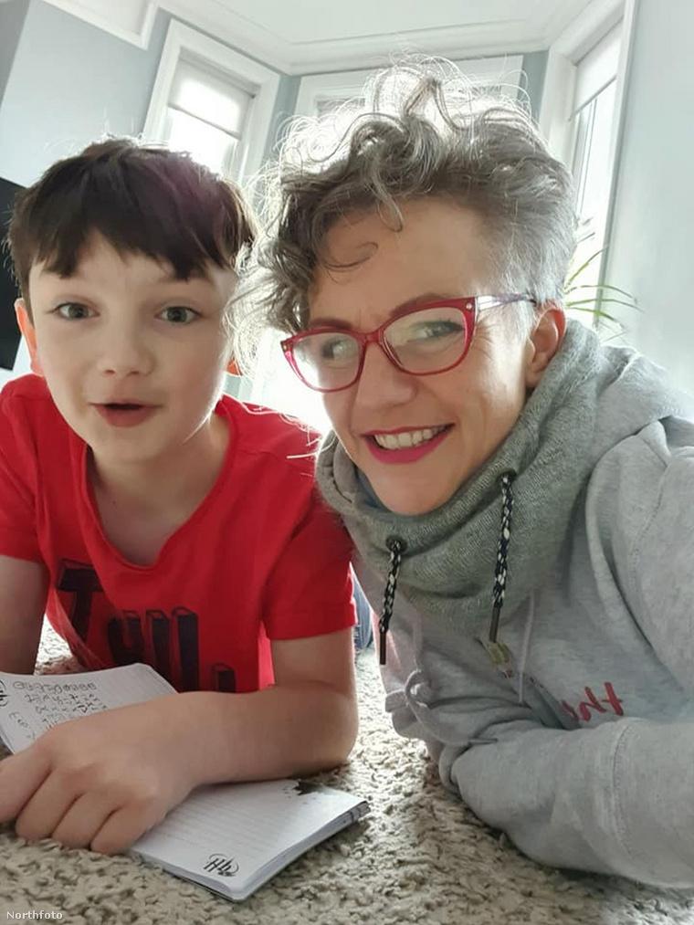 Claire Louise Owen és 10 éves fia, Sam