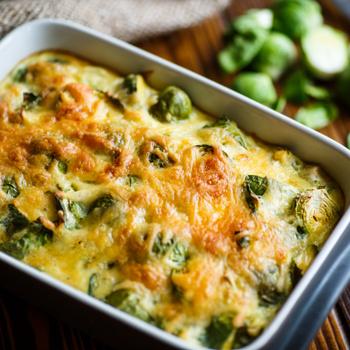 Sok-sok sajttal pirult rakott tészta: hús helyett kelbimbó gazdagítja