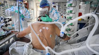 Megteltek a kórházak, tűzoltók járőröznek a kórtermekben