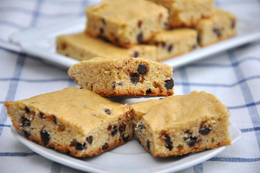 Csupa csokis szőke brownie: roppanós csokidarabokkal mennyei