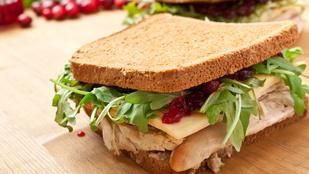 Különleges vacsorarecept: csirkés szendvics lilahagyma-lekvárral