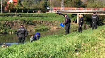 Térdig érő vízben sodródó holttestet találtak Eperjes mellett
