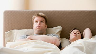 Az ágy közös, a párna nem - kínos-e, ha a párok külön ágyban alszanak