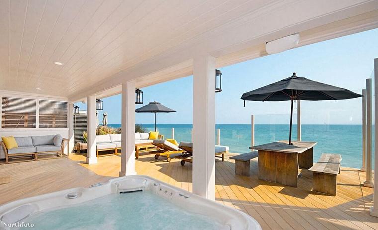 Az Oscar-díjas színész azért akarja eladni ezt az ingatlant, mert nemrég vett egy újat, szintén Malibuban