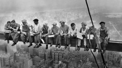 Egy ikonikus kép és ami mögötte van: tényleg 260 méter magasban ebédeltek a New York-i felhőkarcoló építőmunkásai?